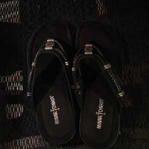 Minnetonka sandals size 7